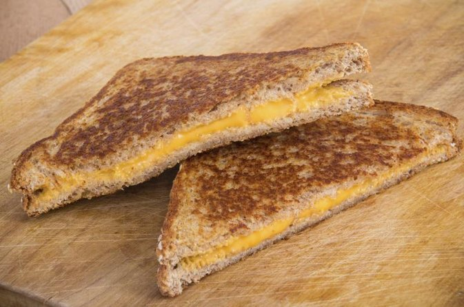 How Many Calories Are in a Grilled American Cheese Sandwich?