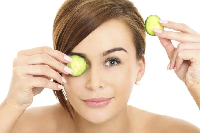Can You Get Rid of Dark Circles Under the Eyes With a Cucumber?