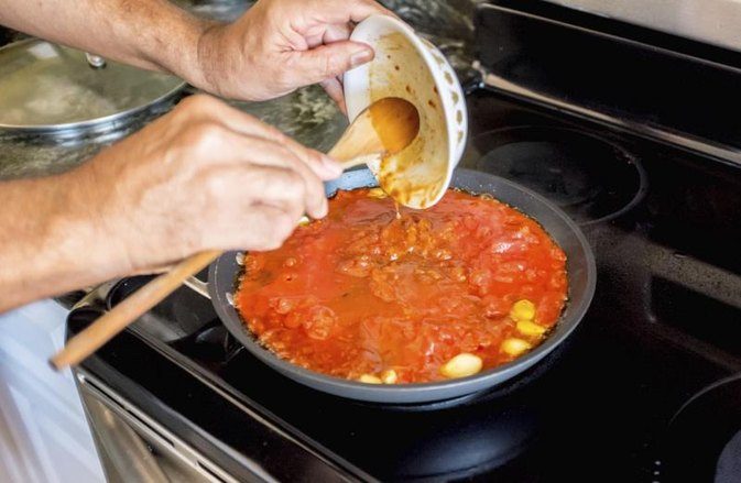 How to Neutralize the Sugar in a Tomato Sauce