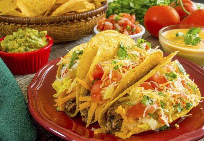 The Calories in Cheese & Beef Tacos