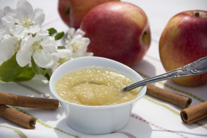 Are There Health Benefits of Applesauce Compared to Raw Apples?
