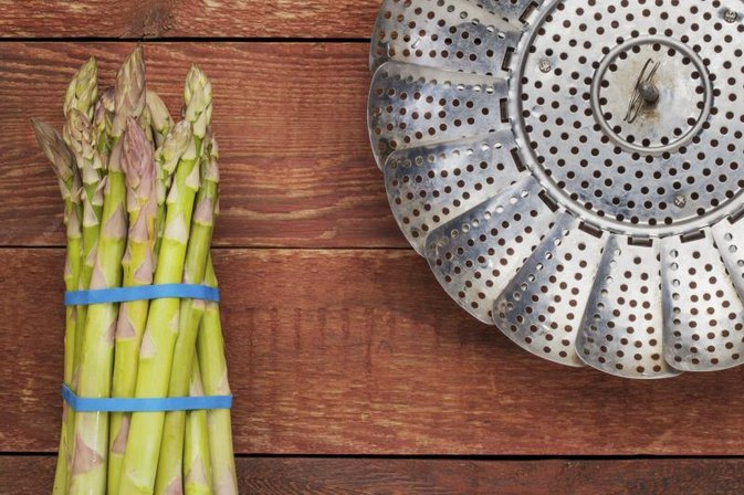 How to Steam Asparagus on the Stove