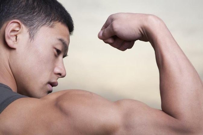 How Can a Teen Get Bigger Biceps Without Equipment?