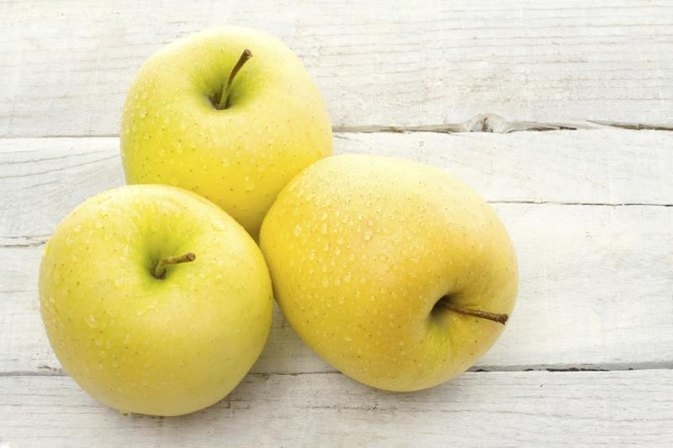 Calories in a Yellow Apple