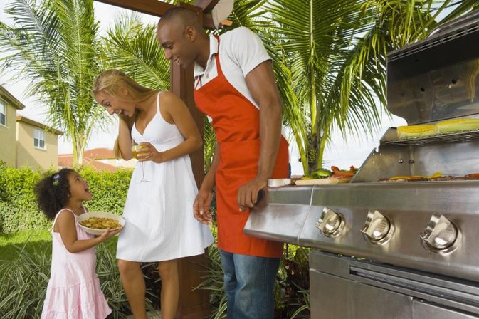 Outdoor Fun & Games for a Barbecue Party