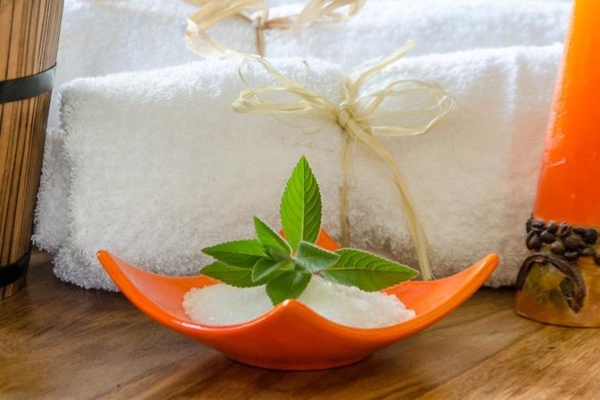 How to Make Peppermint Bath Salts