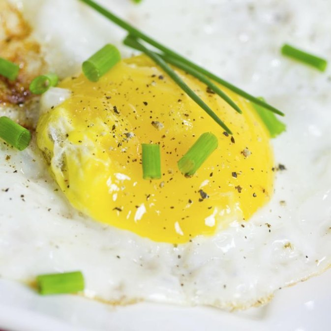How to Cook Sunny Eggs in the Microwave