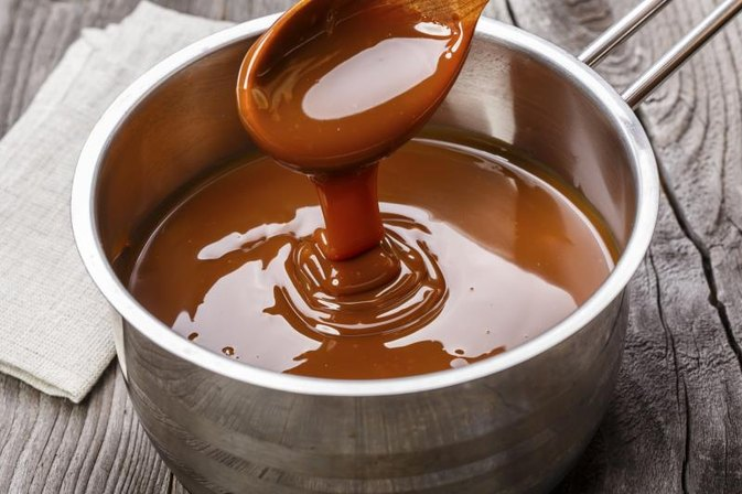 How to Substitute White Sugar for Brown in Caramel Sauce