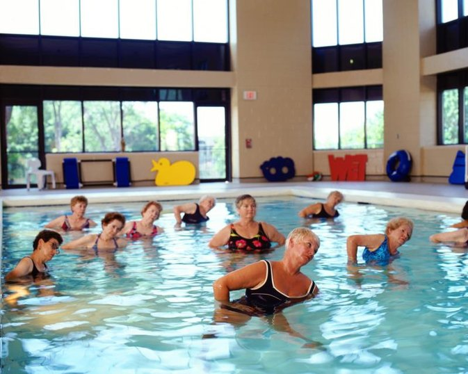 Exercises to Do in a Swimming Pool