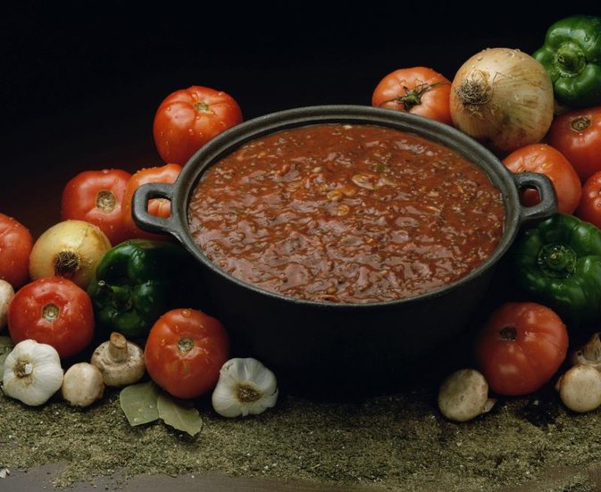 How to Cook Chili Using Tomato Paste