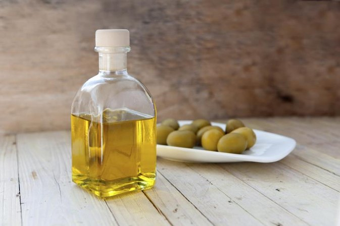 olive oil to cure broken heels at home