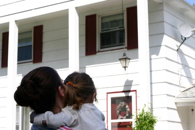 Grants for Single Mothers to Buy a House