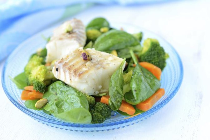 Can Eating Salads & Fish Make You Lose Weight?