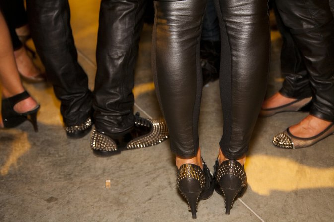 Fashion Tips for Guys Wearing Leather Pants