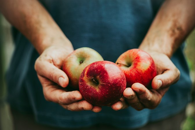 How to Treat Acid Reflux With Apples