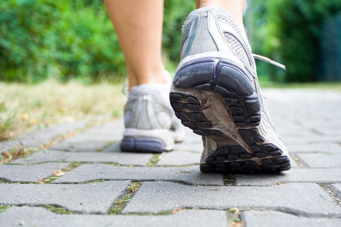 How to Lose 10 Pounds a Month By Walking