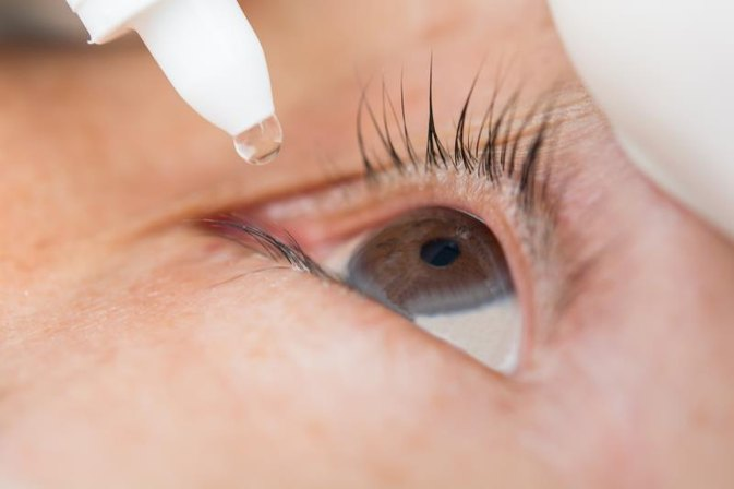 How to Remove Eye Mucus