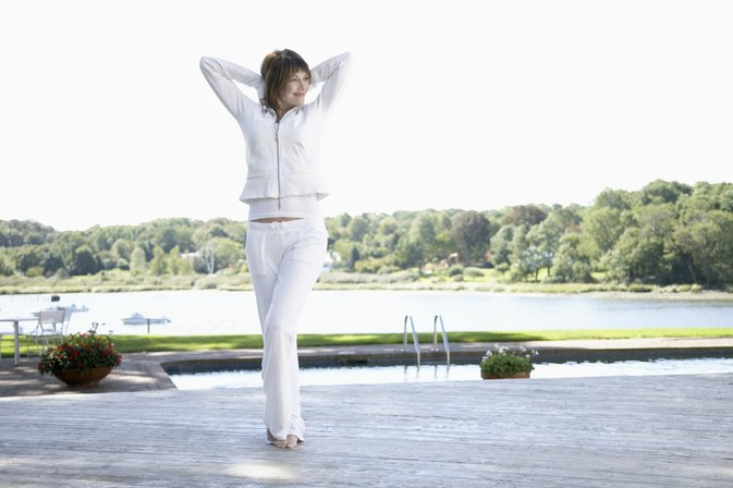How to Whiten White Polyester Pants