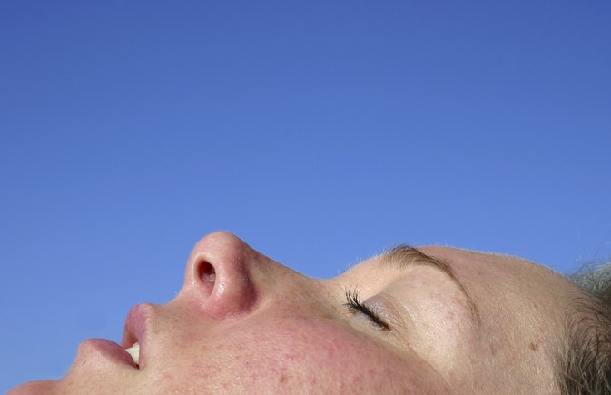 How to Clear a Dark Spot on the Nose From Peeling Skin