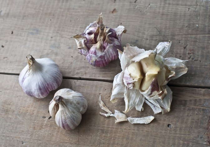 What Are the Benefits of Garlic & Parsley?
