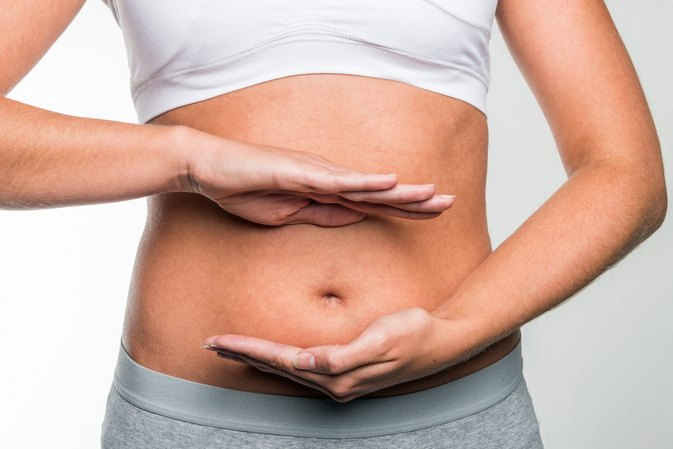 What Causes a Tummy Pooch in Skinny Girls?