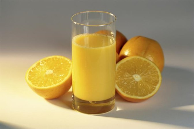 How to Clean Cholesterol Plaque Out of Arteries With Fruit Juices