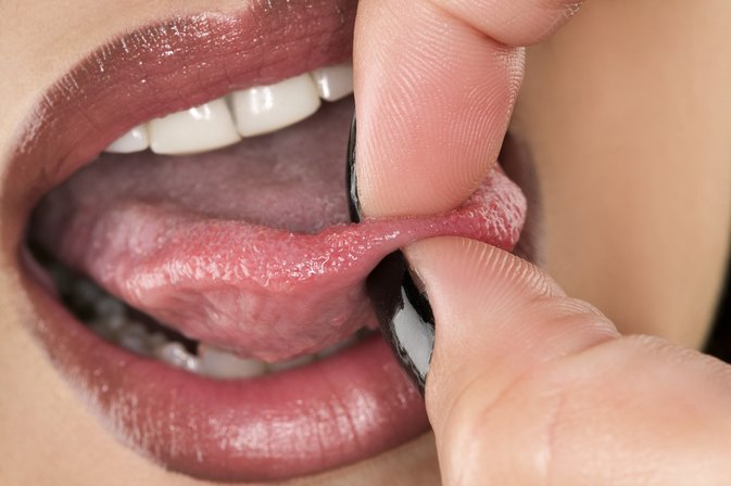 Signs & Symptoms of an Infected Tongue Ring