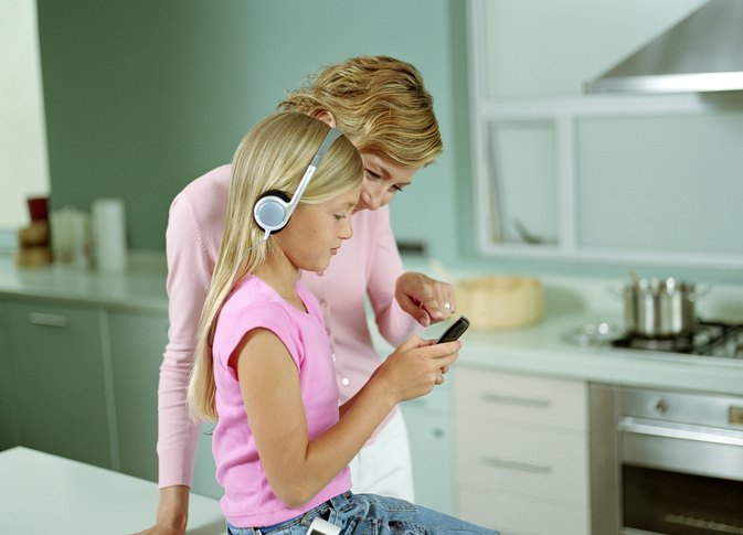 How to Monitor Your Child's Cell Phone Use