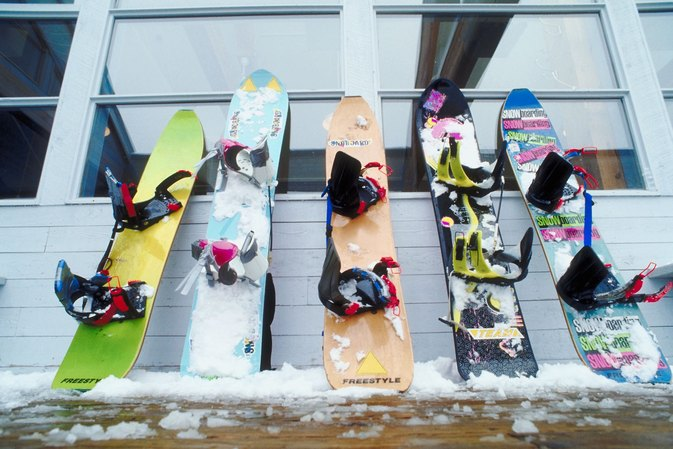 Differences Between Clip-in and Strap Snowboards