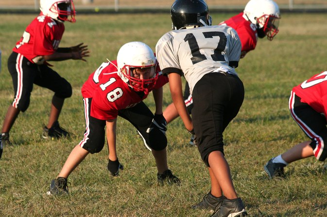Advantages & Disadvantages of Playing Football at a Young Age