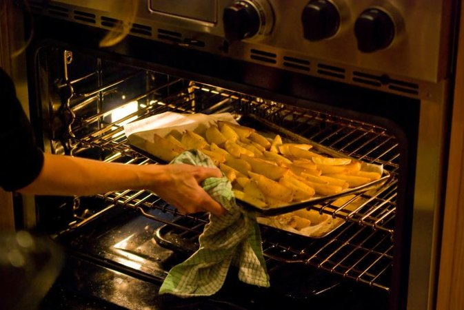 How to Cook Potato Wedges in a Convection Oven