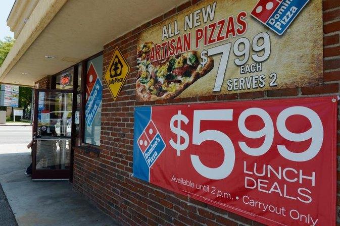 Domino's Pizza Veggie Pizza Nutrition | LIVESTRONG.COM