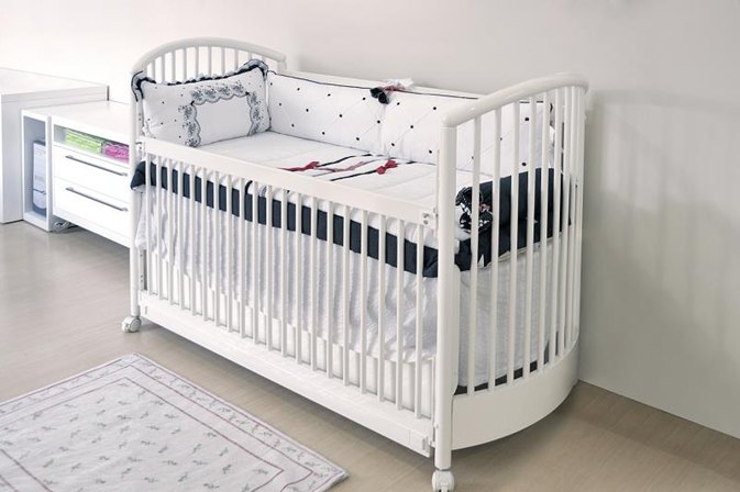 to decorate a nursery area in a one bedroom apartment for a new baby