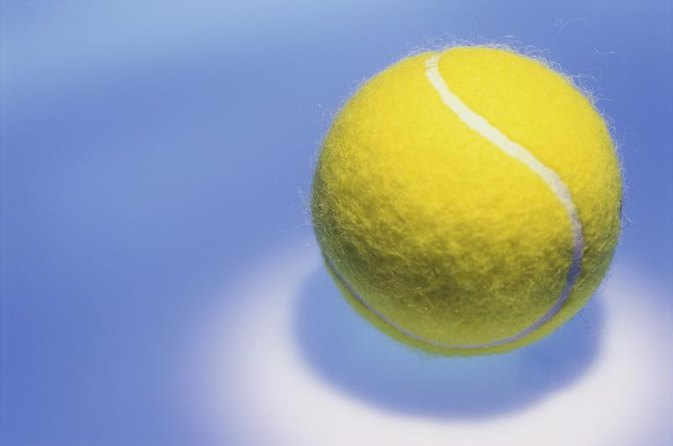 How to Relieve Hip Bursitis With a Tennis Ball