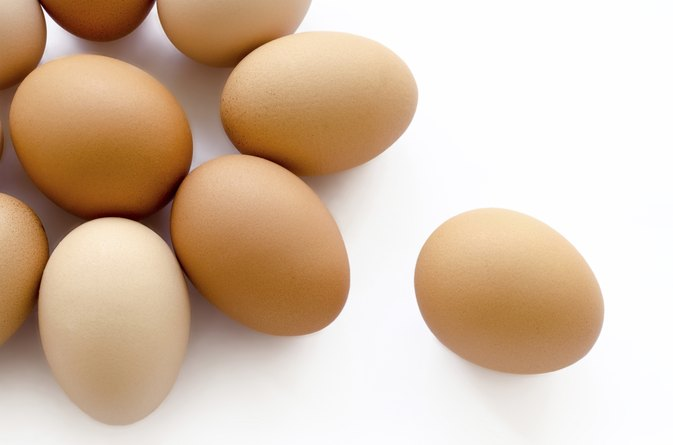 Signs & Symptoms of Being Allergic to Eggs