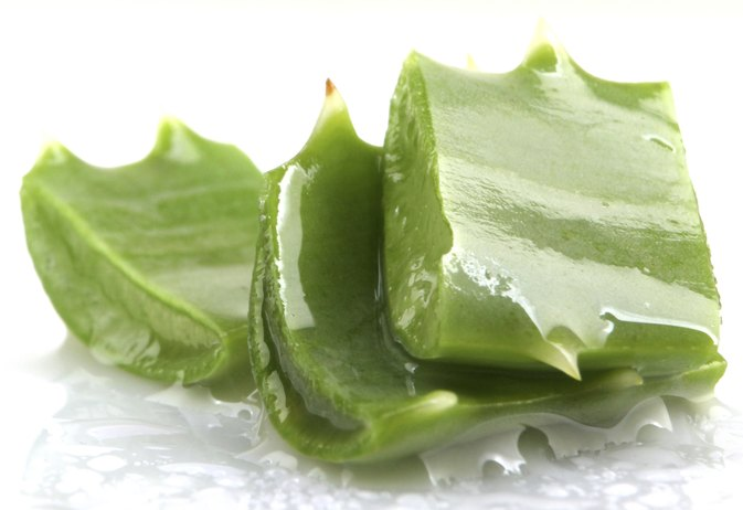 What Are the Benefits of Aloe Vera Gel Around the Eyes?