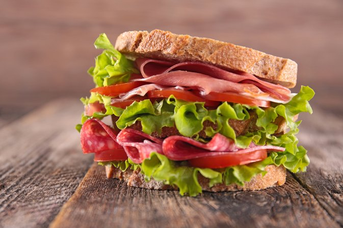 How Much Lunch Meat Can a Pregnant Woman Eat?