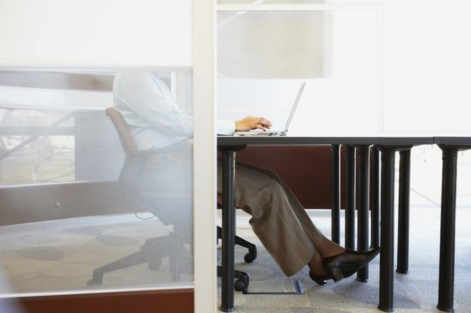 How to Prevent Leg Cramps When Sitting at Work