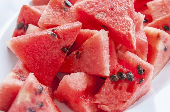 how to cut up a watermelon in cubes