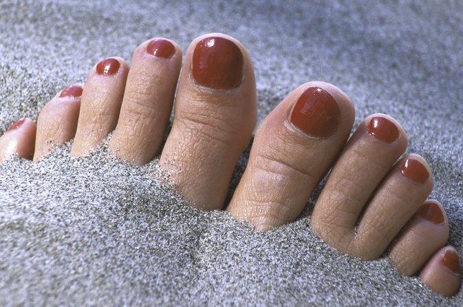 how to keep toenails healthy