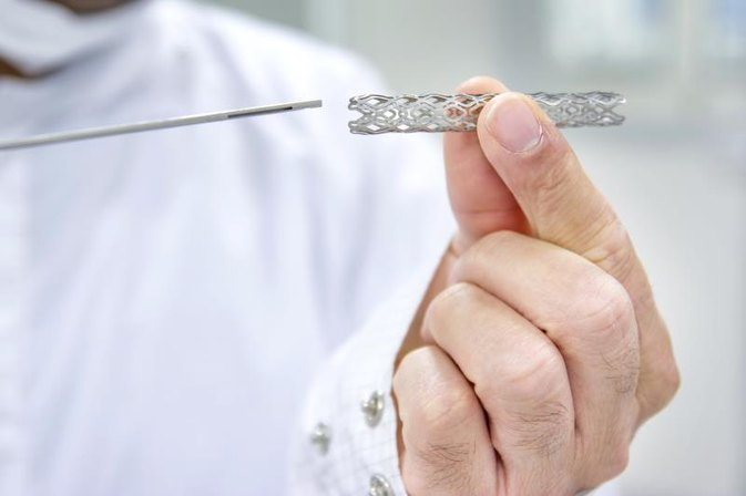 Man holding a heart stent in his hand photo credit czgur istock getty