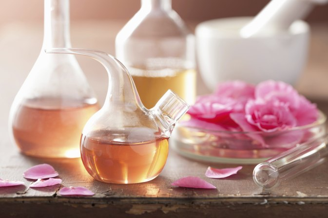 Differences Between Essential Oils & Fragrance Oils