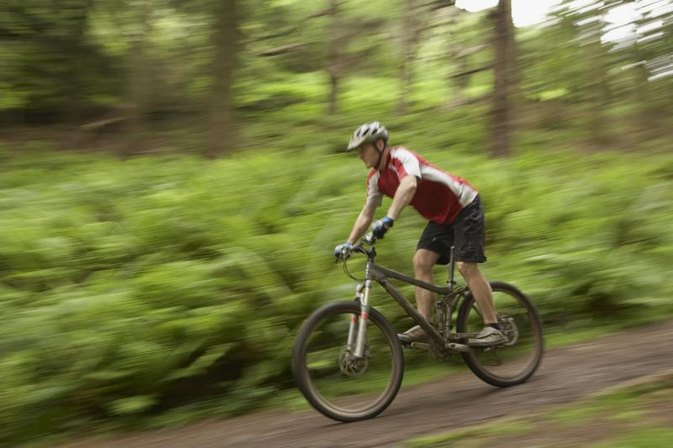 The Differences Between a Mountain Bike and a Road Bike