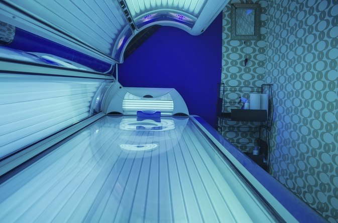 Pros & Cons of Using a Tanning Bed