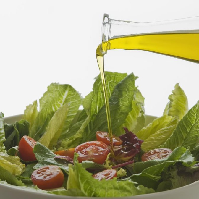 What Salad Dressings to Use on the Atkins Diet