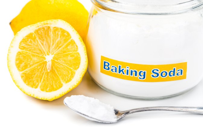 How to Treat Swollen Feet With Baking Soda