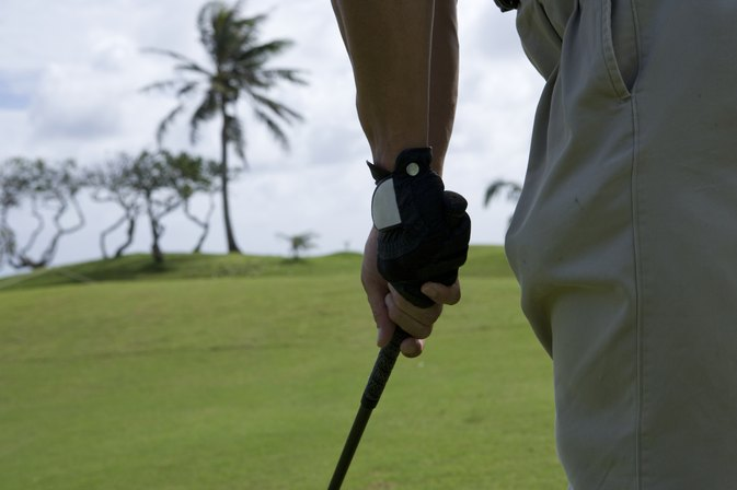 What Glove Do You Wear for a Righty Golfer?