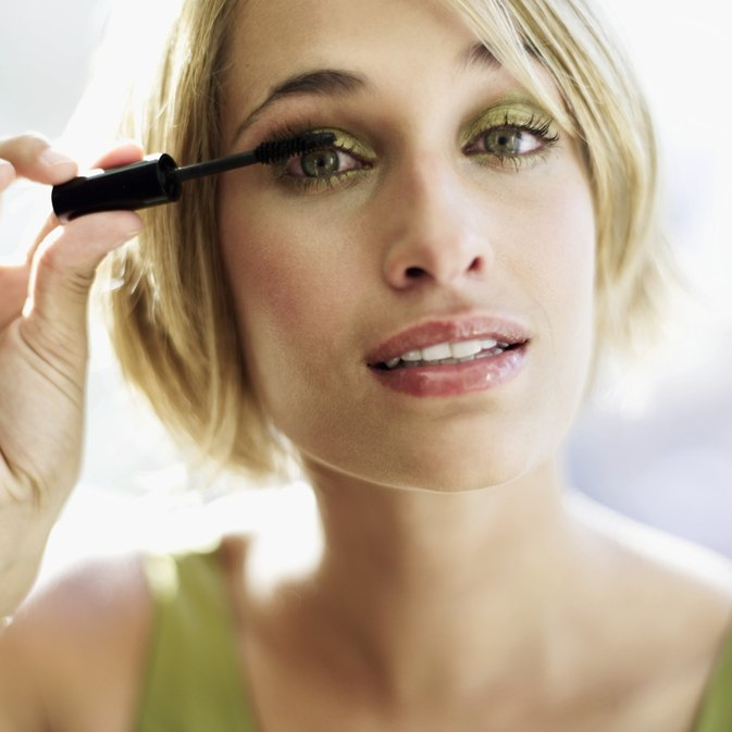How to Make Your Eyelashes Longer Without Mascara