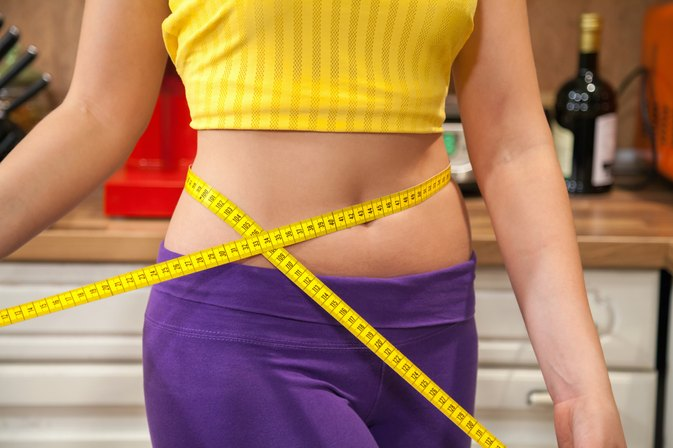 While the average man is just below this threshold -- with a waist measurement of inches -- the average women has a waist size of inches, which means she has a higher risk of obesity-related diseases. A large waist is a sign that you have a lot of visceral fat, Founded: Jun 17,