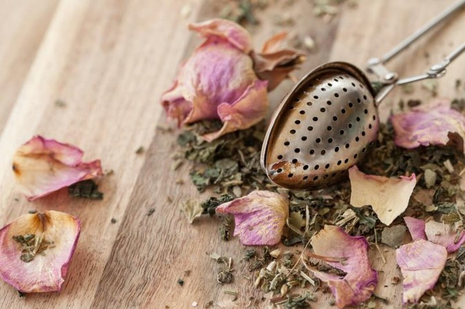 What Are the Benefits of Green Tea With Rose?